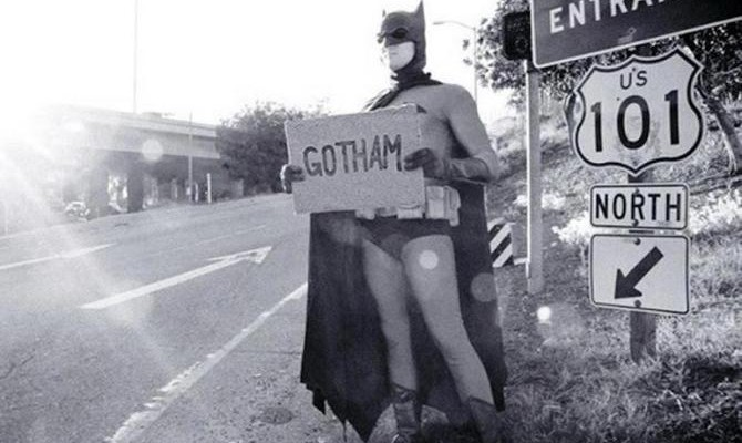 batman-hitchhiker-gotham-city
