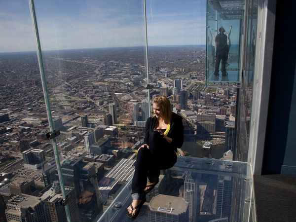 01-chicago-skydeck-girl_23386_600x450