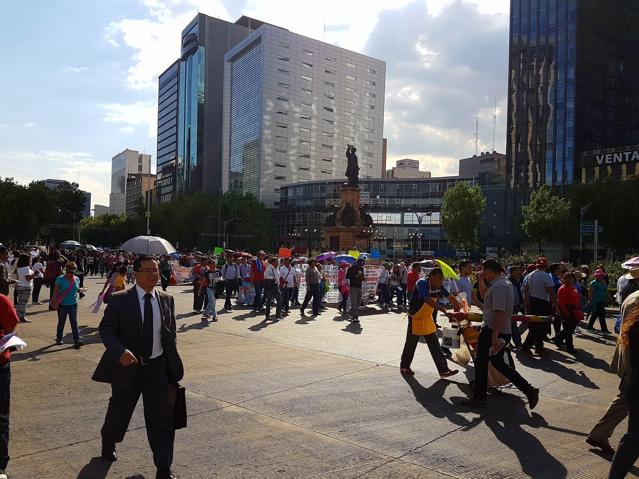 Busy sidewalk in Mexico City
